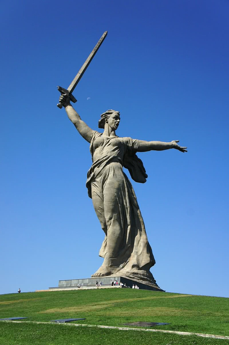 The motherland calls statue